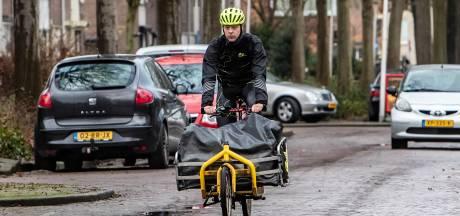 Van lingerie tot boek en sjoelbak: corona geeft fietskoeriers wind in de rug