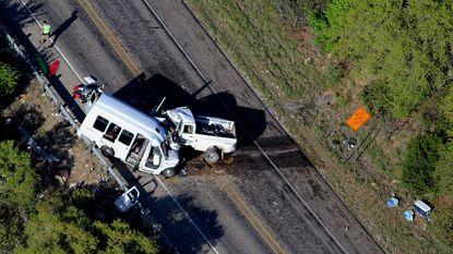 Automobilist (20) die ongeval met 13 doden veroorzaakte, zat te sms'en achter het stuur