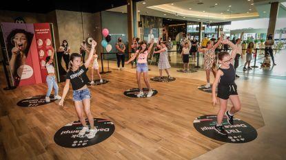TikTok-fanaten halen beste dansmoves naar boven tijdens workshop in Shopping 1