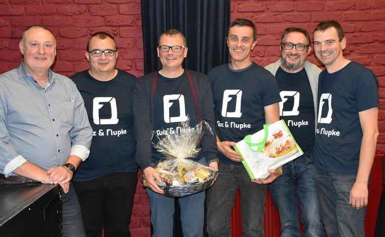 Het (onvolledige) team van Quiz en Flupke met de betreurde Wim Van Thomme (midden).