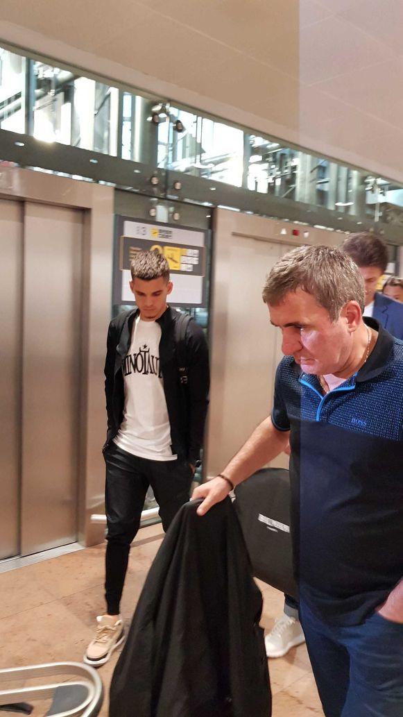 Zoon Ianis en vader Gheorghe Hagi bij hun aankomst op Zaventem.