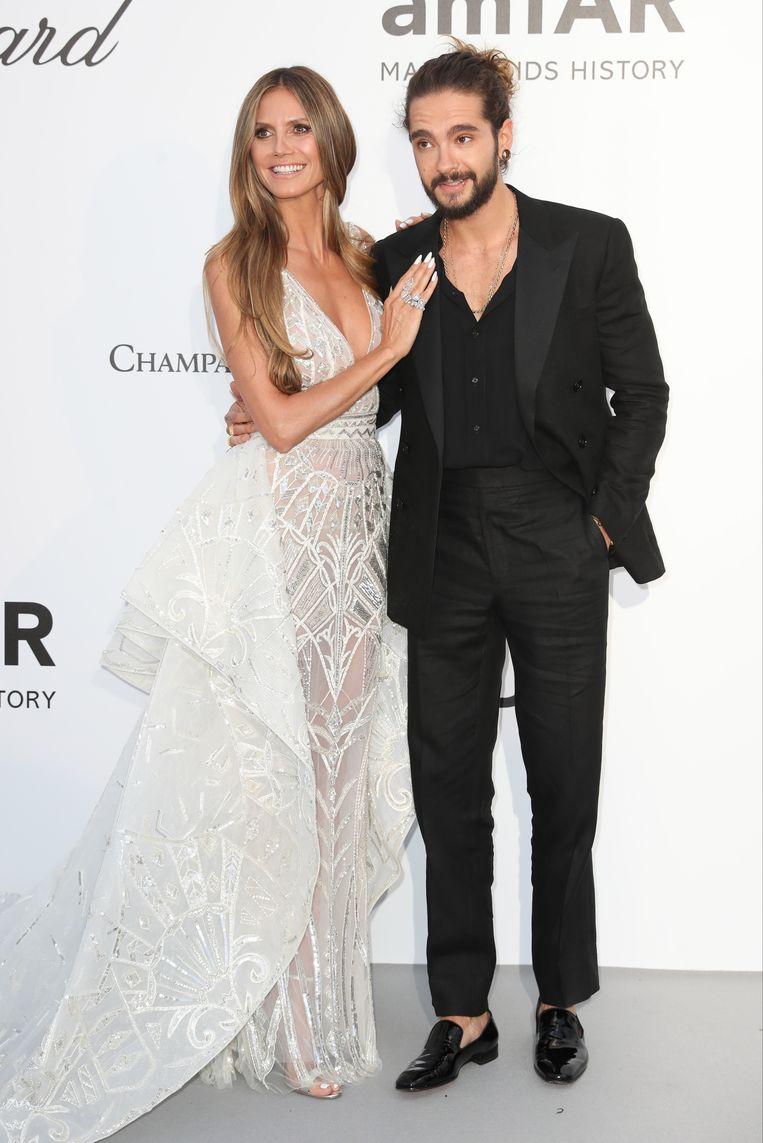 Klaar voor huwelijksklokken? Heidi Klum arriveert in trouwjurk naast Tom Kaulitz op het amfAR Gala in Cannes op 17 mei 2018. Reporters / Abaca