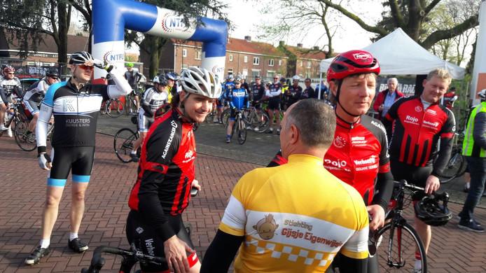 Mathieu Hermans fiets mee in de gele trui.