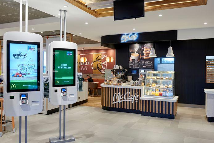 Foto ter illustratie, interieur van McDonalds Oosterhout.