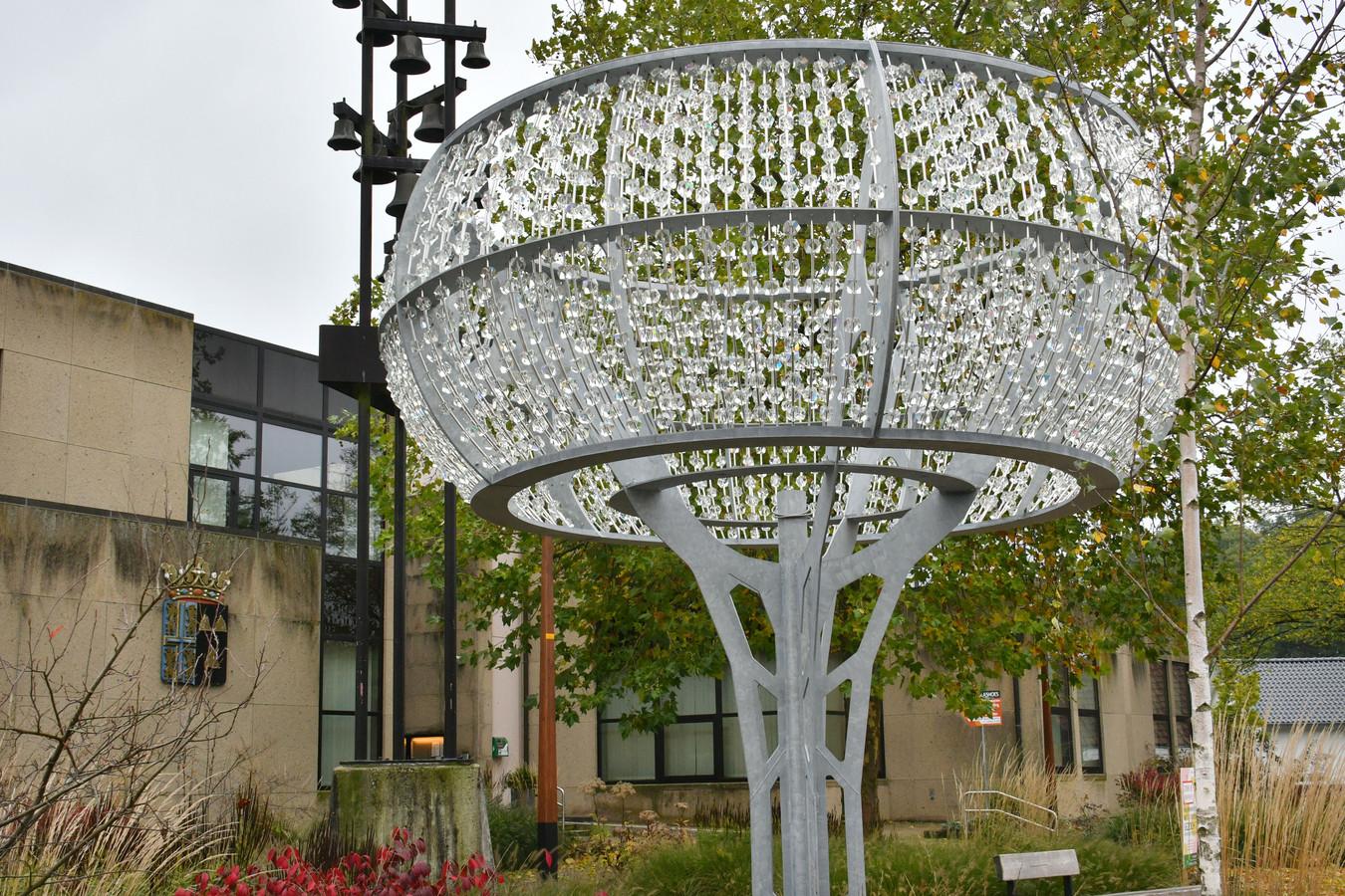 Een glazen boom voor het gemeentehuis van Tubbergen.