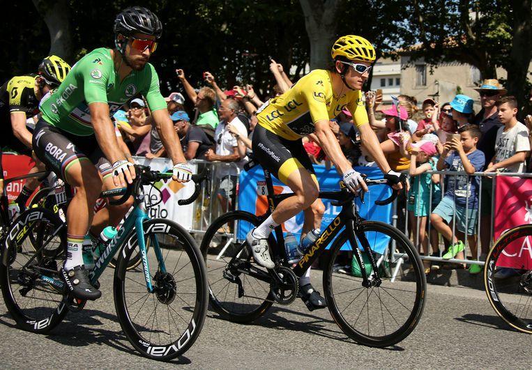 Geletruidrager Geraint Thomas en Peter Sagan op weg naar Bagnères-de-Luchon, tijdens de 16e etappe van de Tour de France. Beeld Getty Images