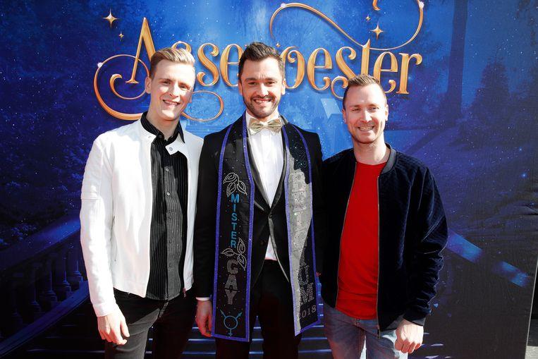 Mister Gay Belgium, Bart Hesters, verscheen aan de zijde van de organisator van de verkiezing, Bram Bierkens, en diens partner Raf.