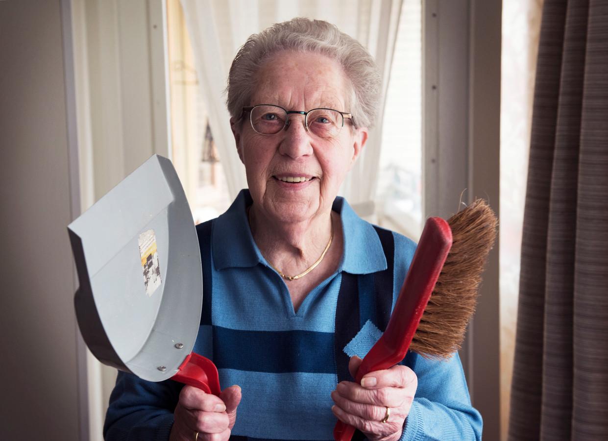 Zingende huisvrouwen veroverden het land met potten en pannen foto - Hoe het ontwerpen van een levende ...