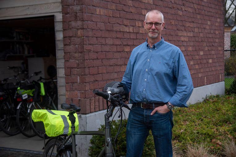 Neen. Carl Maegerman is NIET de man met de fiets die een trucker tegenhield in een smal straatje.