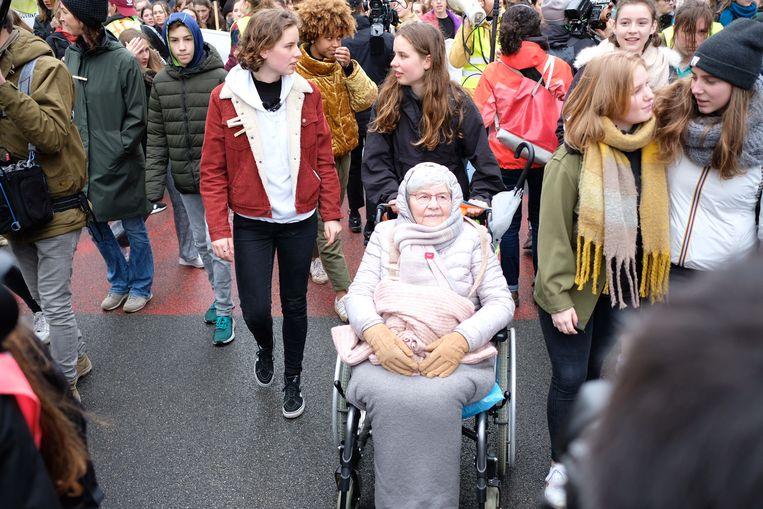 Anuna De Wever en haar oma nemen vandaag deel aan de klimaatmars in Brussel.