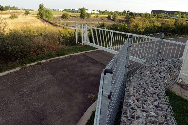 Links de spoorweg en rechts de Brabanthal, daartussen zou mogelijk een nieuw station komen.