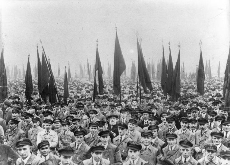 Bijeenkomst van de organisatie Reichsbanner Schwarz-Rot-Gold, die opkwam voor de Weimarrepubliek, 1 februari 1926 in Hamburg. Beeld Getty