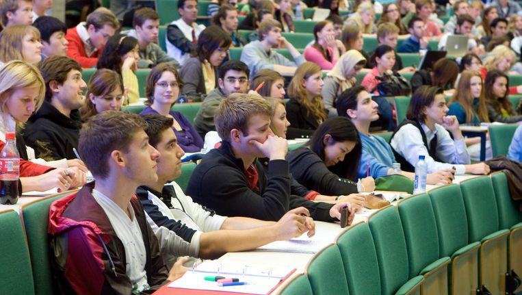 Studenten in een collegezaal van de Erasmus Universiteit in Rotterdam. Beeld anp