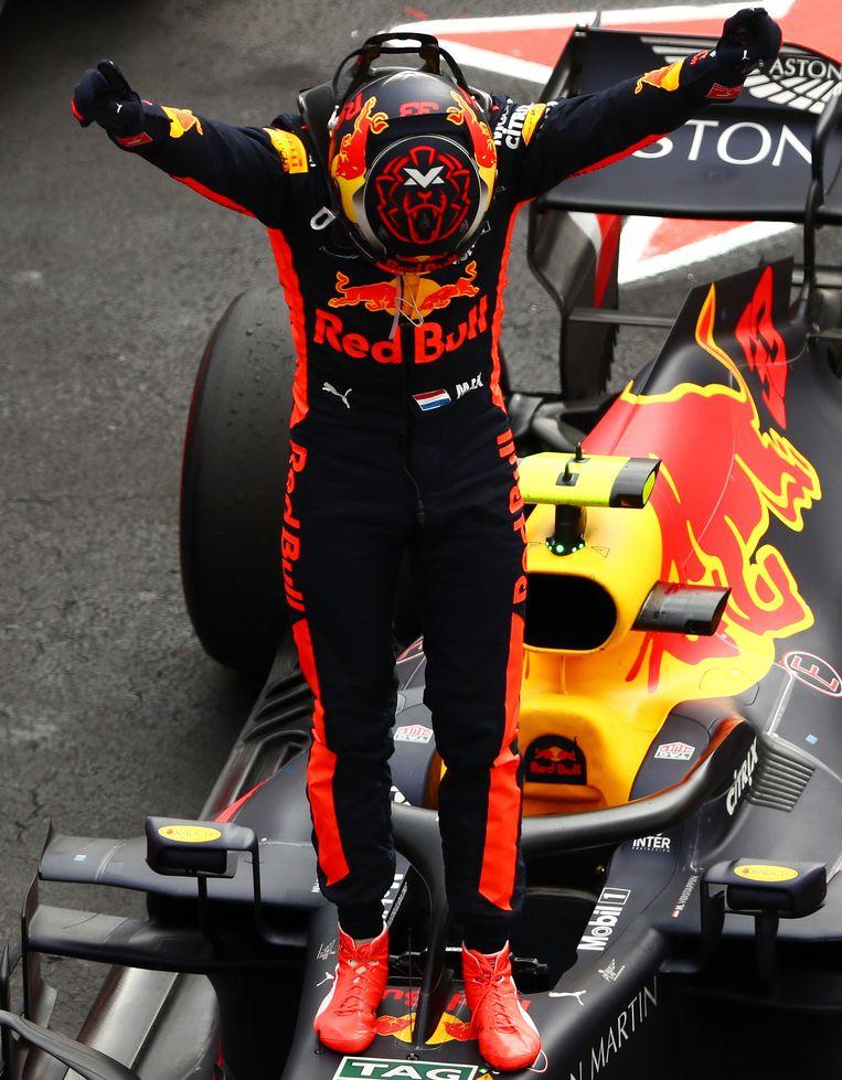 Max Verstappen viert zijn overwinning van de Grand Prix van Mexico. Beeld Getty Images