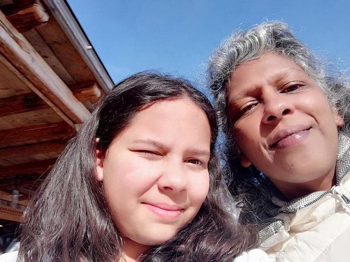 Een selfie van Rebecca (rechts) en haar dochter Anuschka. Zij kwamen om het leven bij de gruwelijke aanslag in Sri Lanka, vertelt hun familie.
