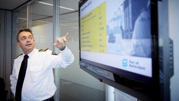 Havenmeester René de Vries is aangesteld als 'Port Cyber Resilience Officer' en moet er onder meer voor zorgen dat de haven digitaal goed is beveiligd.