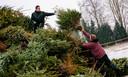 Voorbereiding voor de kerstboomverbranding door Scouting Bladel.