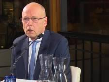 Hengelose wethouder Van Wakeren keurt weghalen posters af