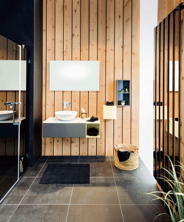 Vandaag zien we in de badkamer meer houtstructuren, kurk en schilderwerk in warme kleuren. schilderwerk in warme kleuren.