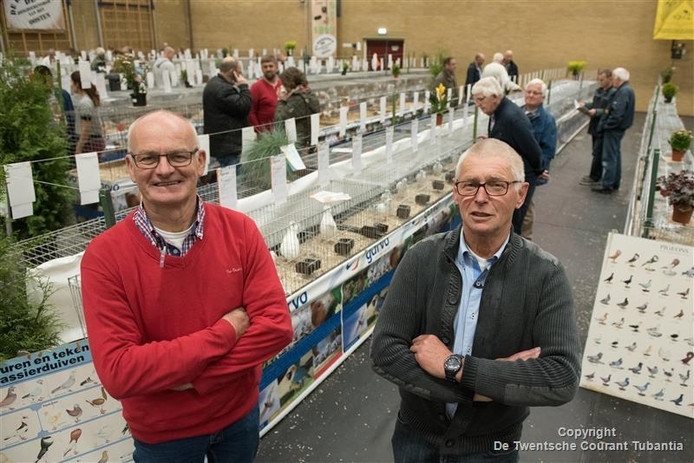 Twee bestuursleden van de organiserende vereniging De Eendracht uit Rijssen, links Henk Grievink, rechts Gradus Averesch.