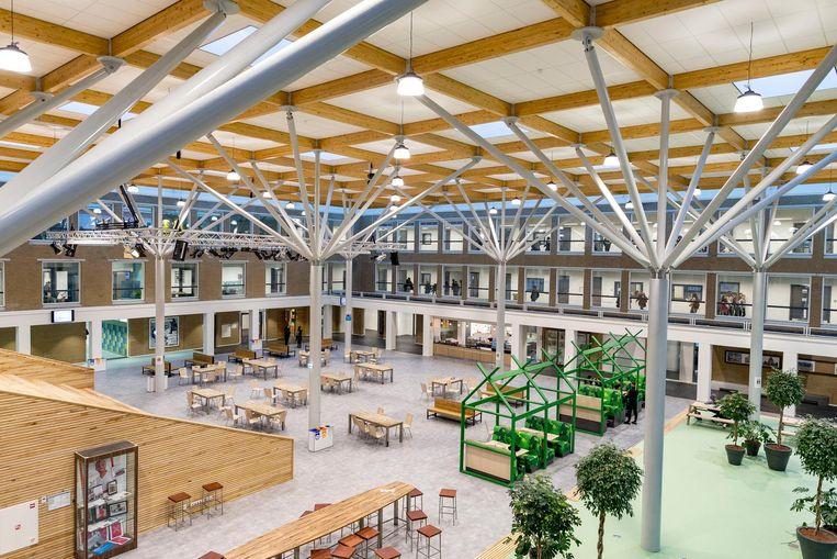 Het vernieuwde Comenius Lyceum. De gemeente geeft in 2019 164 miljoen euro uit aan renovatie en nieuwbouw van schoolgebouwen. Beeld Rink Hof
