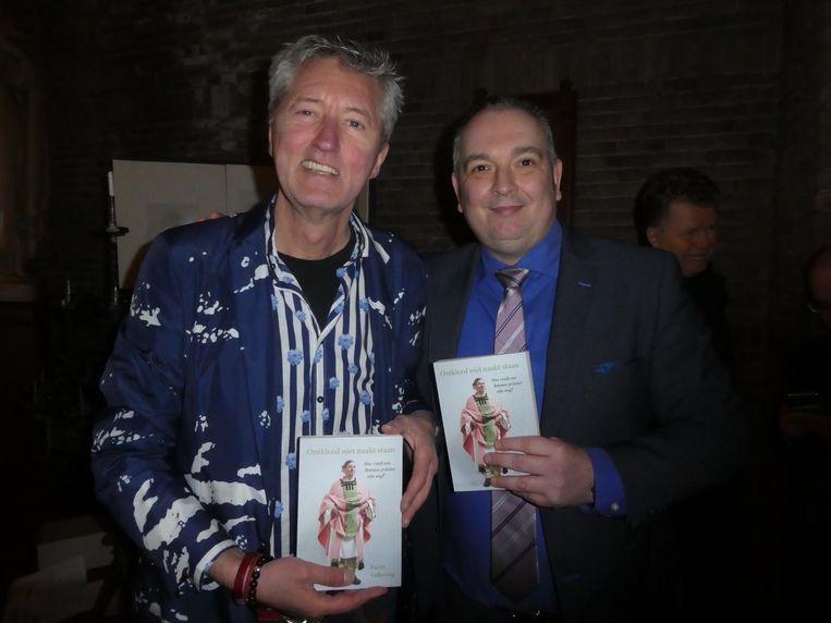 Hoofdredacteur van de Gaykrant, Paul Hofman: 'De verwachting is dat hij wordt geschorst.' Met Jeroen van der Starre, uitgever U2pi. Beeld Hans van der Beek