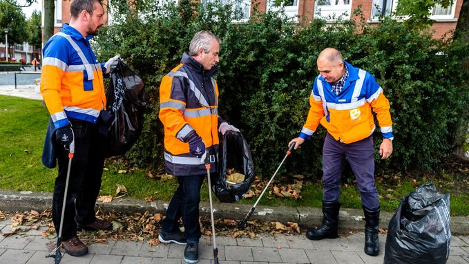 Burgemeester maakt de handen vuil