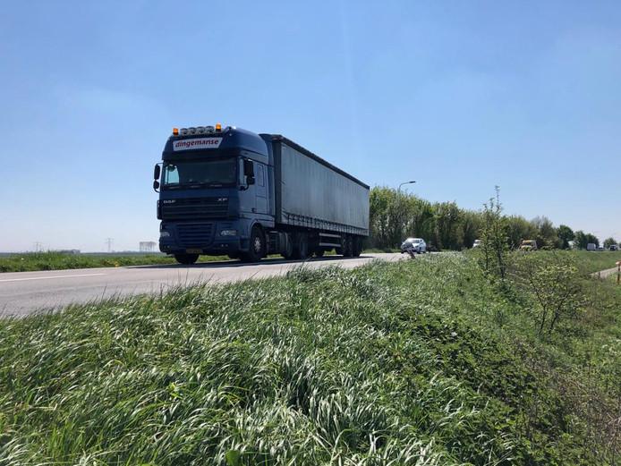 Dagelijks rijden zo'n 10.000 voertuigen over de Zanddijk bij Yerseke. Dat aantal neemt naar verwachting alleen maar toe.