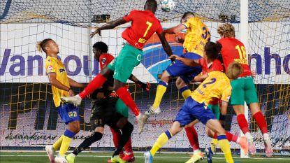 Kaartenfestival zonder goals: schopwedstrijd tussen STVV en KV Oostende eindigt onbeslist