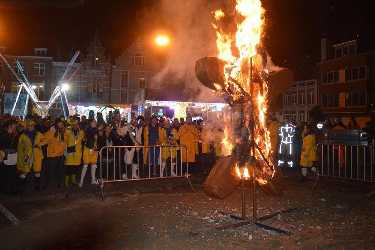 Met het ritueel verbranden van de 'Spèkulausman' werd het carnaval maandagavond afgesloten.