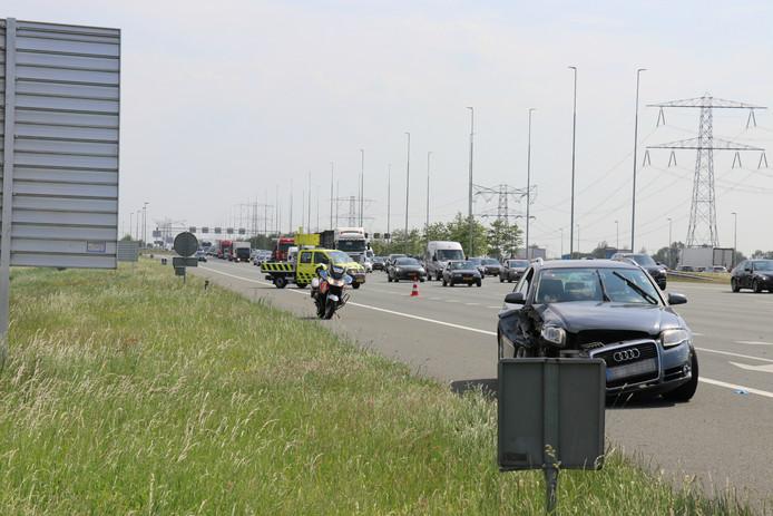 De voorkant van de Bulgaarse auto is flink beschadigd.