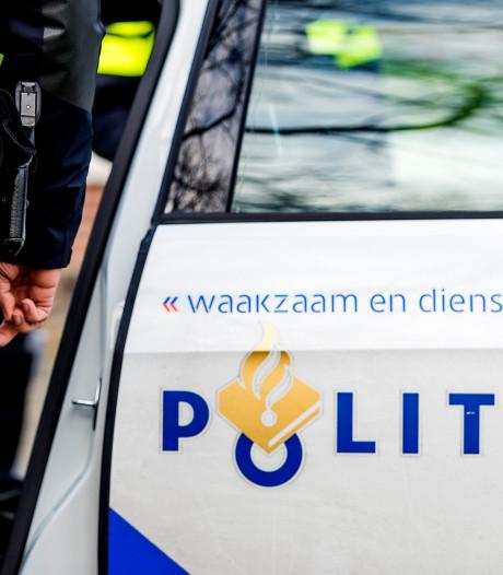 Gewapende overval op telefoonwinkel in Schiedam: medewerker krijgt klappen, tientallen mobieltjes weg