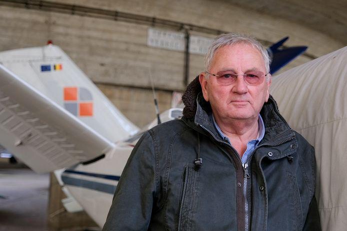 René Van Campenhout, voorzitter van het Recreatief Vliegveld Grimbergen, in een van de loodsen.