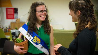 Student van het jaar Sara (21) bedenkt kringwinkel voor internationale studenten
