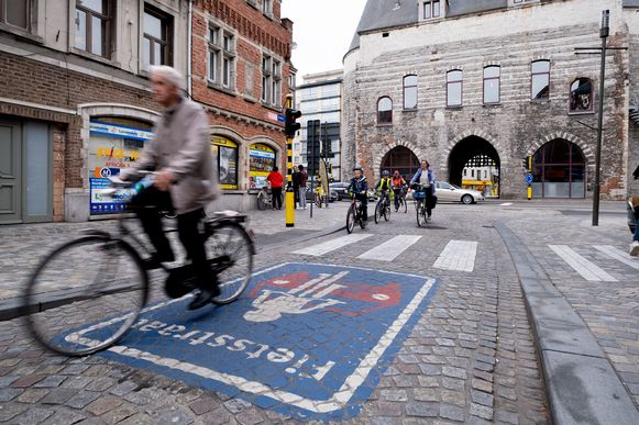 De al bestaande fietsstraat in de Hoogstraat.