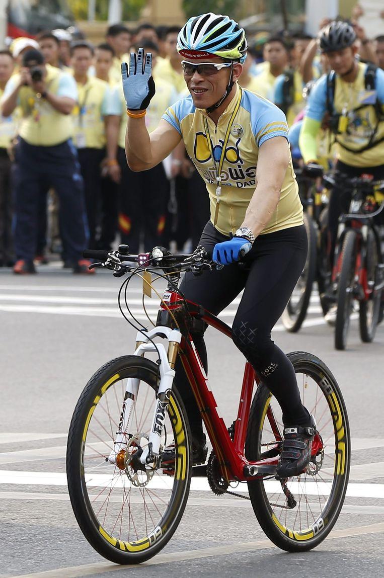 Vajiralongkorn nam vorig het voortouw in het massa-evenement Bike for dad, ter ere van zijn vader.