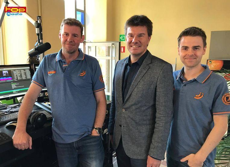 Het Topradio-ochtendduo Jeroen Gorus en Koen Van der Sloten, met de minister van Cultuur die hen een pad in de korf zette, Sven Gatz (Open Vld).