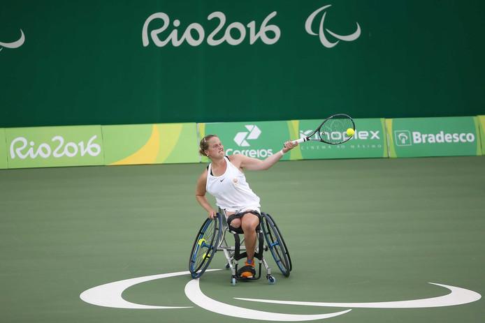 Aniek van Koot in actie tijdens de halve finale van de Paralympische Spelen in Rio.