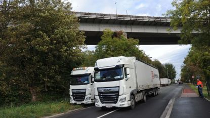 Bonte grijpt in: Brusselsesteenweg dicht voor alle verkeer