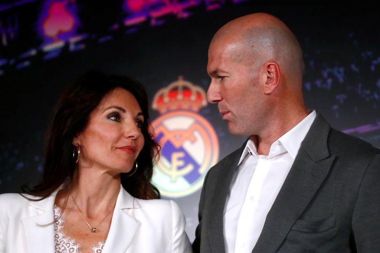 Zidane met z'n vrouw Veronique op de persconferentie van zijn nieuwe aanstelling als trainer van Real.
