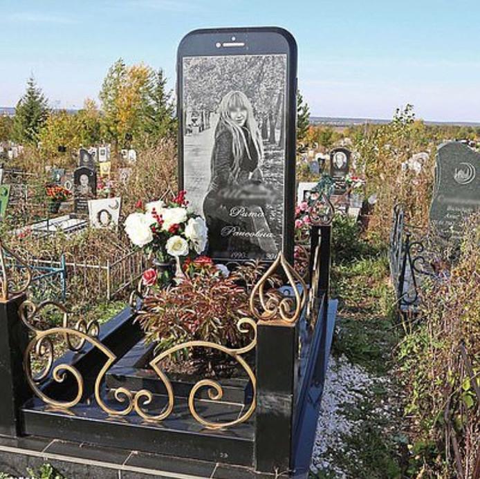 De grafsteen in de vorm van een iPhone.