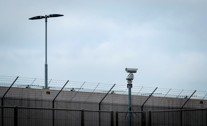 Camera bij het Justitieel Complex Zaanstad.