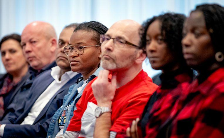 Gedupeerde ouders tijdens de persconferentie over het eindrapport van de adviescommissie uitvoering toeslagen. Beeld Hollandse Hoogte /  ANP
