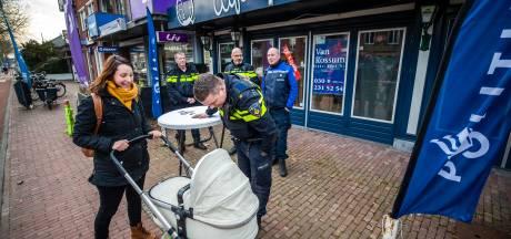 Het pop-up politiebureau in De Bilt...voor al uw vragen aan de wijkagent