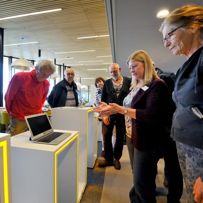 In 2014 was de presentatie van de mediabar (met iPads, e-readers en laptops) een noviteit voor de bieb in Rucphen.