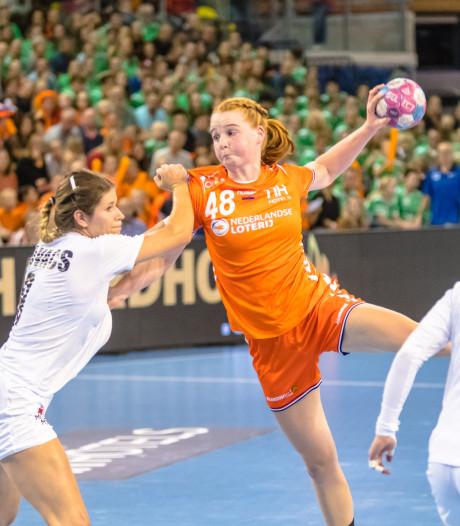 Handbalster Dione Housheer uit Ulft geniet van alles wat ze nu al meepakt bij Oranje