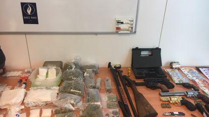 Speed, cannabis, xtc, heroïne, drugsgeld en schietklare wapens: politie rolt West-Vlaamse drugsbende op