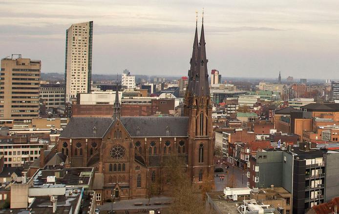 Zicht op de Catharinakerk in het centrum van Eindhoven (foto Kees Martens).