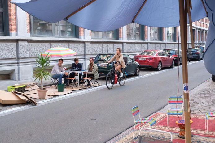 Deze bewoners namen symbolisch een parkeerplaats in in de Diercxsensstraat, bij Den Bell.