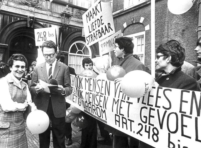 1969: in Den Haag was de eerste Nederlandse demonstratie voor homorechten. Beeld ANP